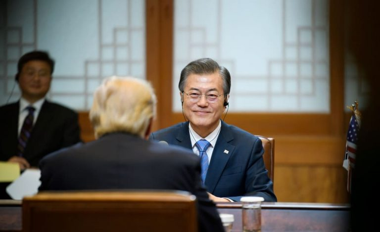 Moon Jae-in talking to Donald Trump